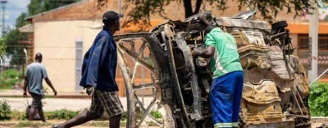 Zimbabwe police erect road blocks to hunt protesters